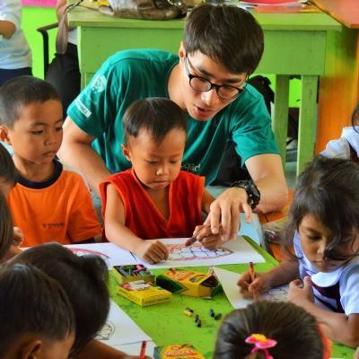 Young students take part in an interactive lesson during one of Projects Abroad's volunteer teaching abroad placements.